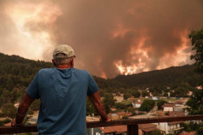 Πύρινος όλεθρος στην Εύβοια – Οι φλόγες μπήκαν στις Γούβες και απειλούν Πευκί | vita.gr