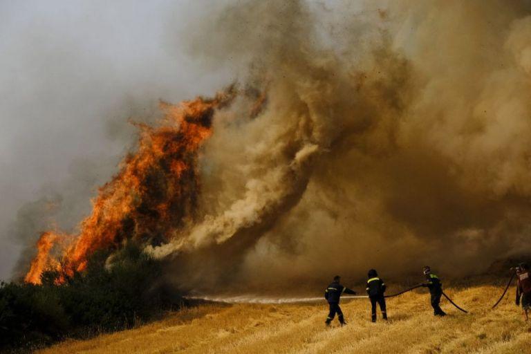 Ανεξέλεγκτη η πυρκαγιά στην Αττική – Δείτε ποιες περιοχές εκκενώθηκαν   vita.gr