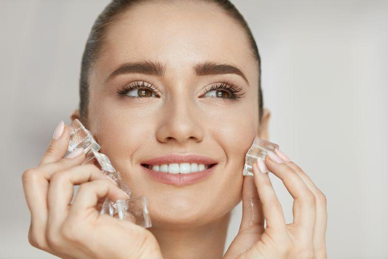 Facial Icing – Το καλοκαιρινό trend που αξίζει να εντάξετε στην ρουτίνα ομορφιάς σας | vita.gr
