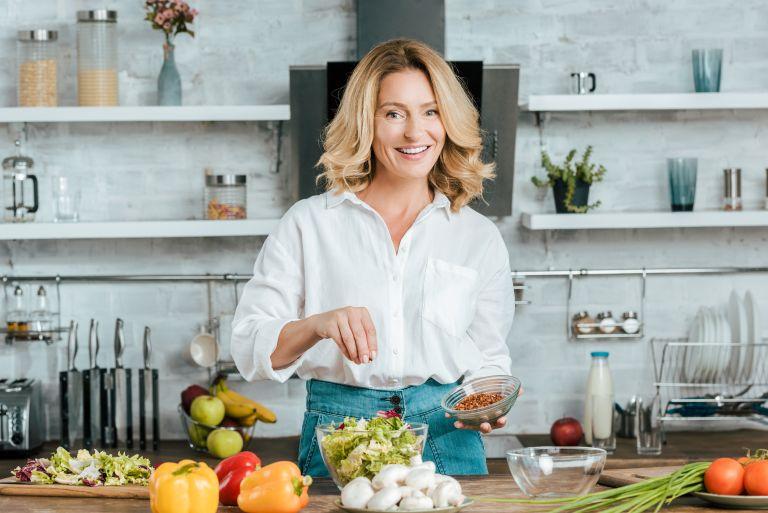Σωστή διατροφή στην εμμηνόπαυση – Ποιες τροφές να επιλέξετε | vita.gr