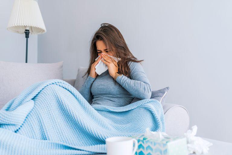 Covid-19 – Τα πρώτα συμπτώματα διαφέρουν ανάλογα με την… ηλικία σας | vita.gr