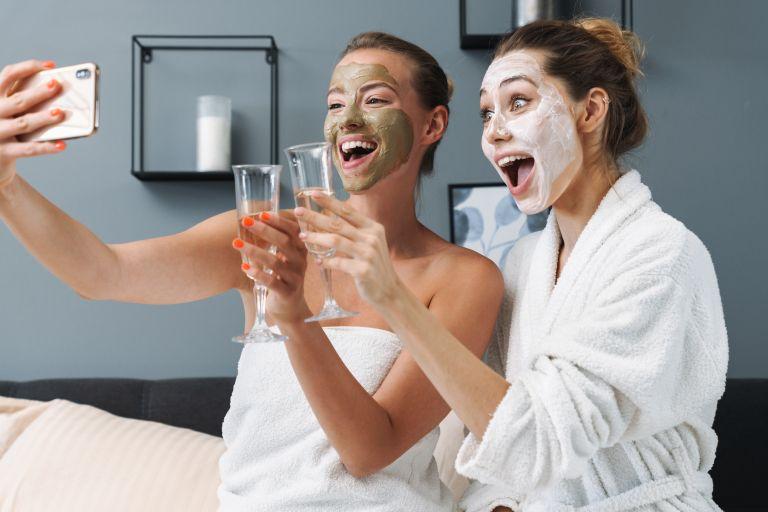 DIY μάσκα για να ενυδατώσετε το πρόσωπό σας | vita.gr