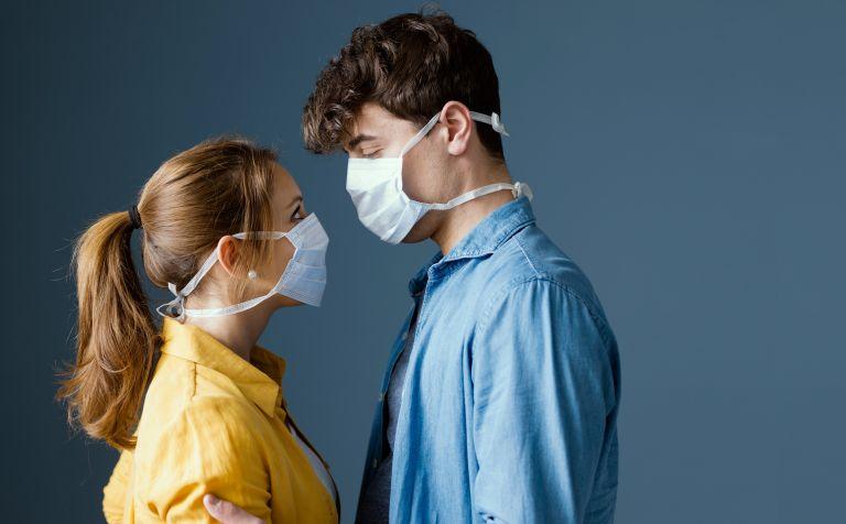 Έρωτας στην εποχή του… κορωνοϊού – Πώς η πανδημία άλλαξε τους κανόνες του dating | vita.gr