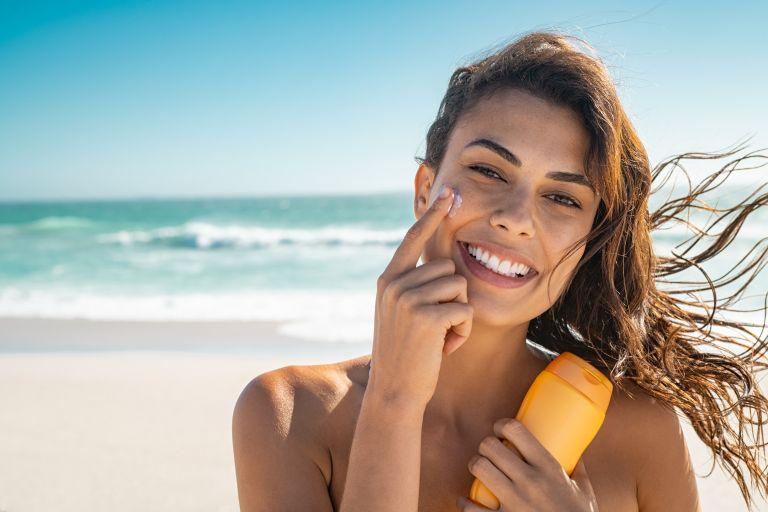Αντηλιακό – Τόσο πρέπει να βάζετε στο πρόσωπό σας | vita.gr