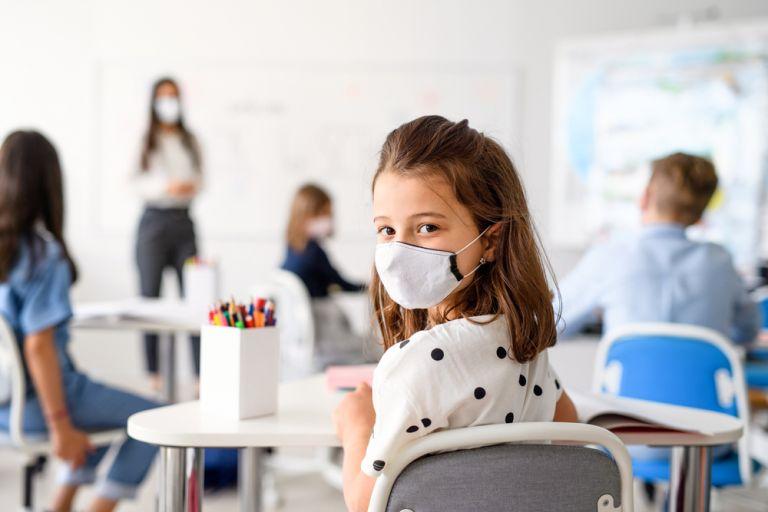 Κορωνοϊός – Τι χαρακτηριστικά πρέπει να έχει η σωστή μάσκα για τα παιδιά | vita.gr