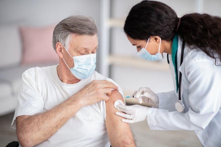 Κοροναϊός – Πόσοι Έλληνες έχουν εμβολιαστεί; | vita.gr