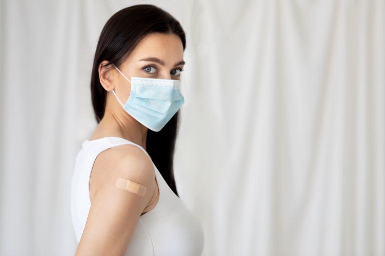 Covid-19 – Έχω εμβολιαστεί πλήρως πρέπει ακόμα να φοράω μάσκα; | vita.gr