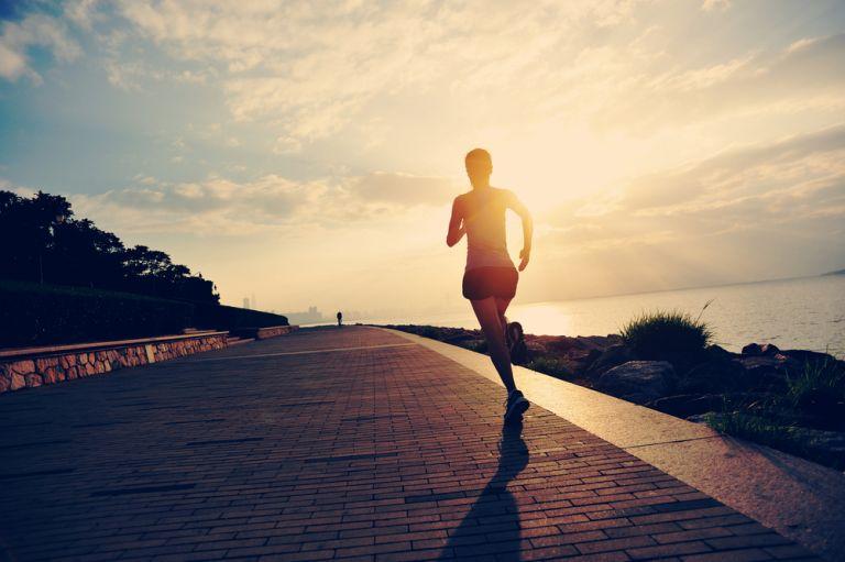 Ανέβασε ταχύτητα: 5+1 tips για να απογειώσεις τις επιδόσεις σου στο τρέξιμο | vita.gr