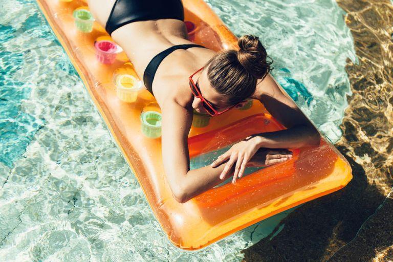 Πώς θα επανορθώσουμε το δέρμα μας μετά την ηλιοθεραπεία; | vita.gr