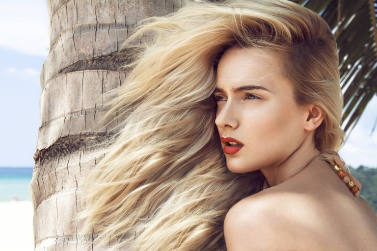 Αδύναμα μαλλιά; Ετσι θα γλιτώσετε το σπάσιμο και την ψαλίδα | vita.gr