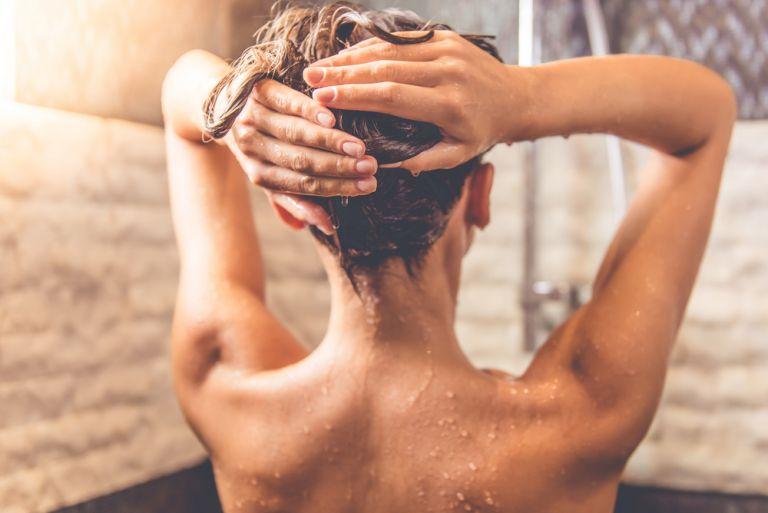 6 λάθη υγιεινής που κάνουμε συχνά στο μπάνιο | vita.gr