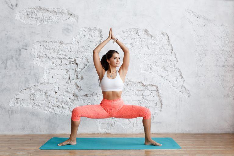 Sumo squat – Τα λάθη που μειώνουν την αποτελεσματικότητά του | vita.gr