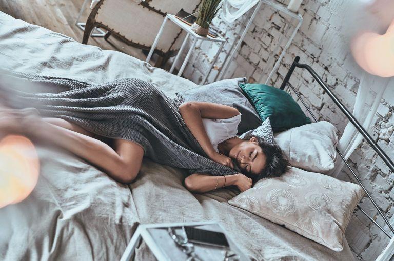 Πόνοι στο σώμα – Πώς θα κοιμηθείτε για να ανακουφιστείτε | vita.gr