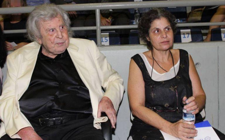 Μία ημέρα νωρίτερα σε λαϊκό προσκύνημα η σορός του Μίκη Θεοδωράκη | vita.gr