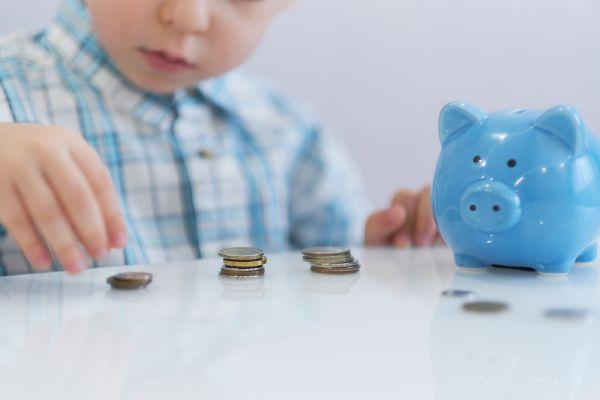 Χρήσιμα tips για να μάθετε στο παιδί την αξία των χρημάτων   vita.gr