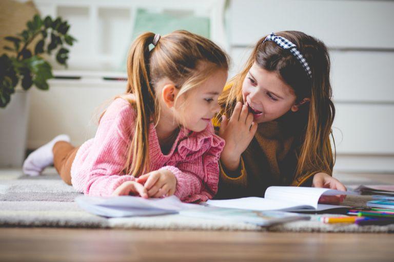 6 τρόποι να βοηθήσετε το παιδί σας να κάνει φίλους | vita.gr