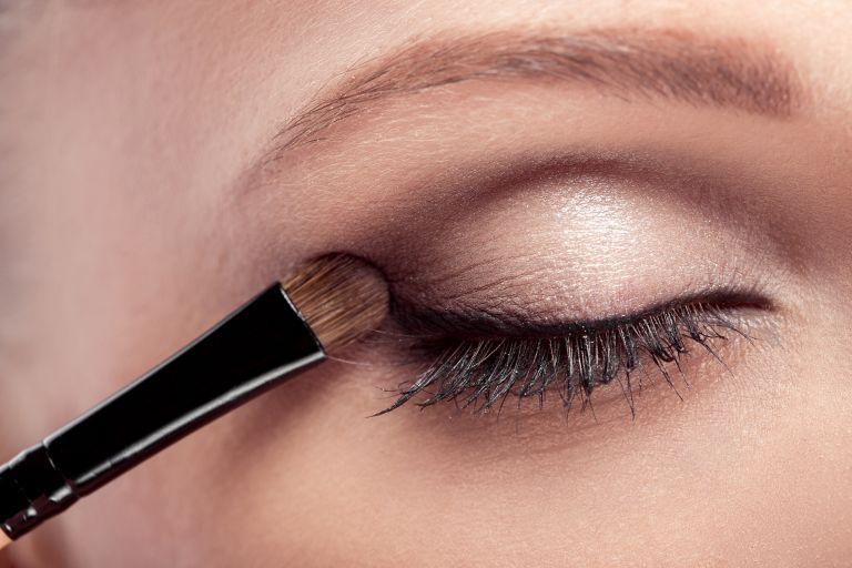 Σκιά ματιών – Το μυστικό για να δείχνετε νεότερη | vita.gr