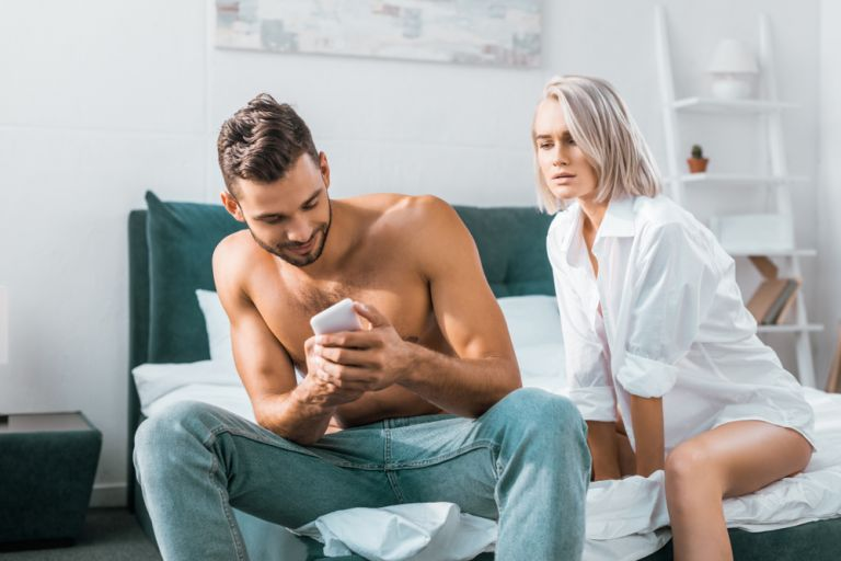 Ζήλια – Πώς να την διαχειριστείτε πριν καταστρέψει τις σχέσεις σας | vita.gr