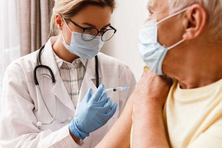 Πώς θα κλείσετε ραντεβού για την τρίτη δόση του εμβολίου   vita.gr