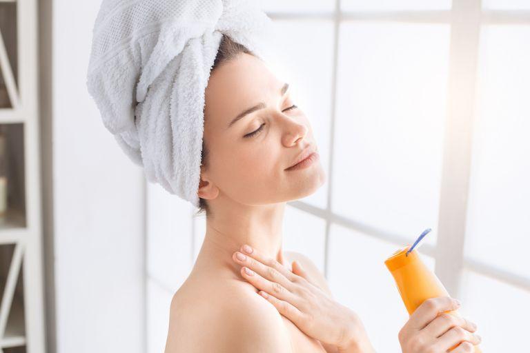 Αντιγήρανση – Τα βήματα για να αντιμετωπίσετε τις ρυτίδες στο λαιμό | vita.gr